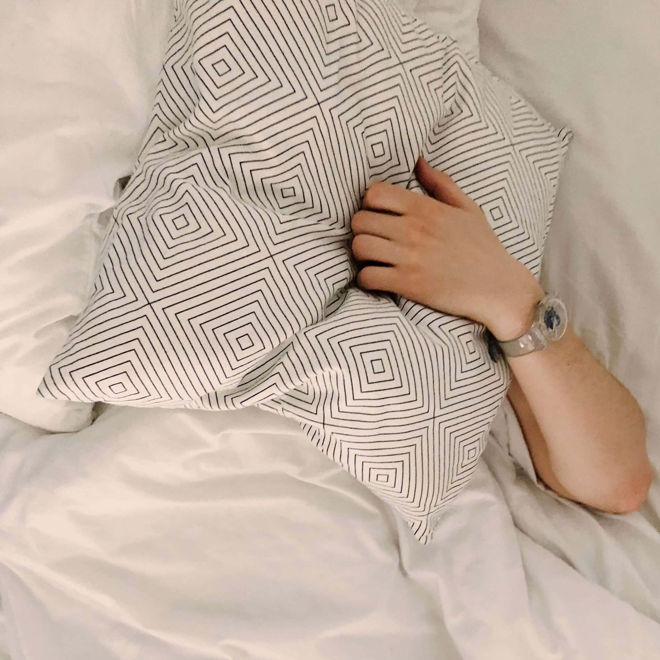 barbat dormind somnului pielii